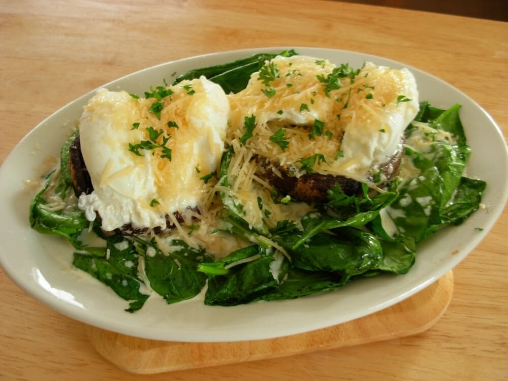 Finished recipes: Stuffed portobello mushrooms with eggs and spinach.