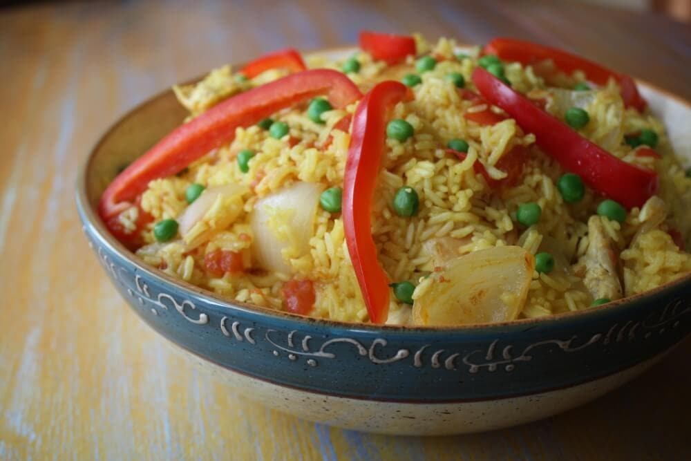 Arroz Con Pollo (Spanish Rice with Chicken) - TheTravelBite.com