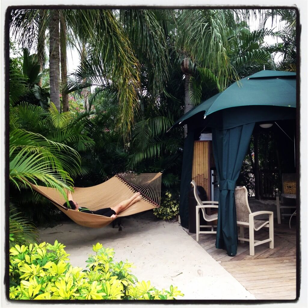 A relaxing private cabana in Discovery Cove.